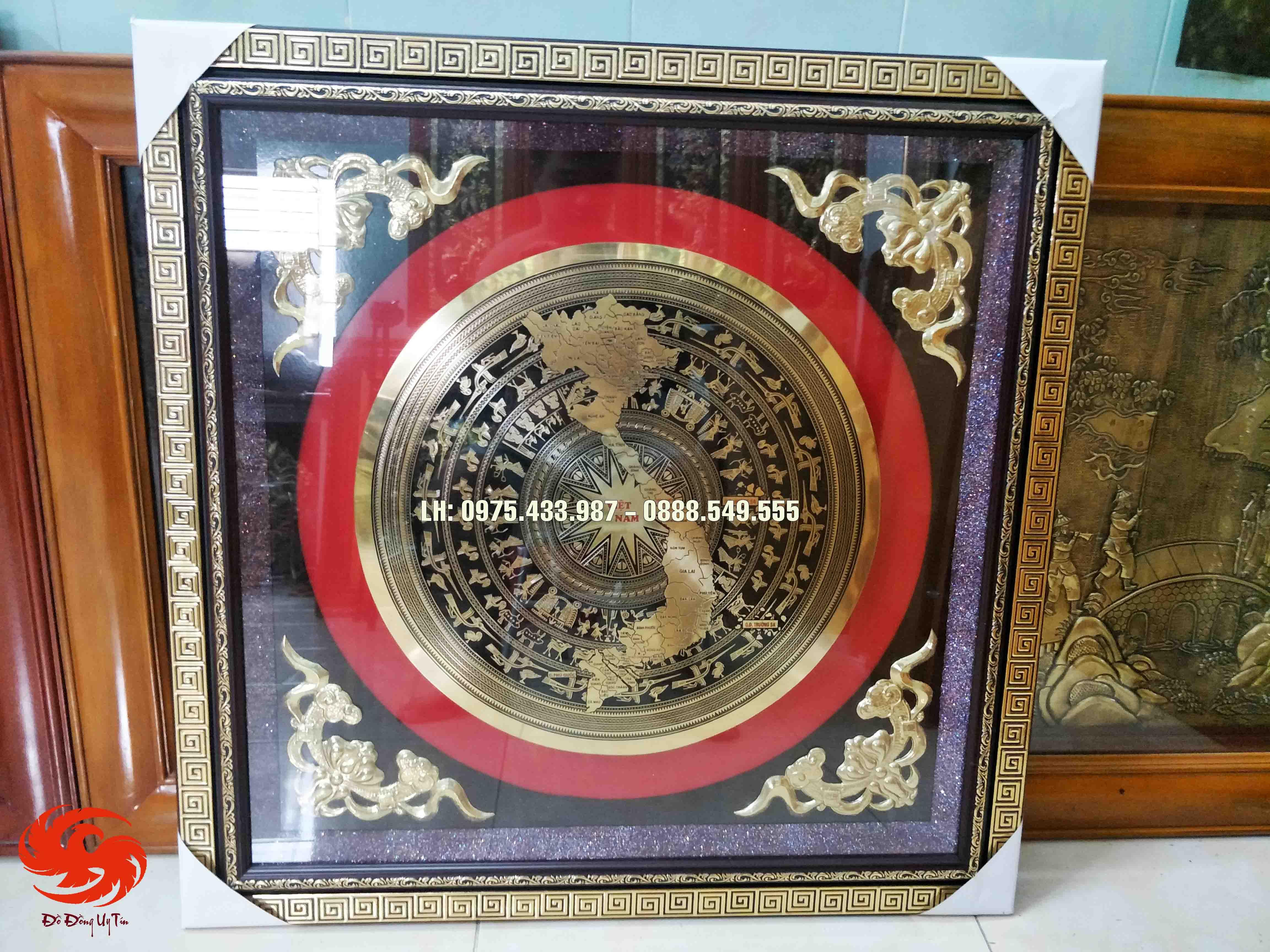 Mặt trống đồng vàng nền đen 80 x 80 gắn khung nhựa