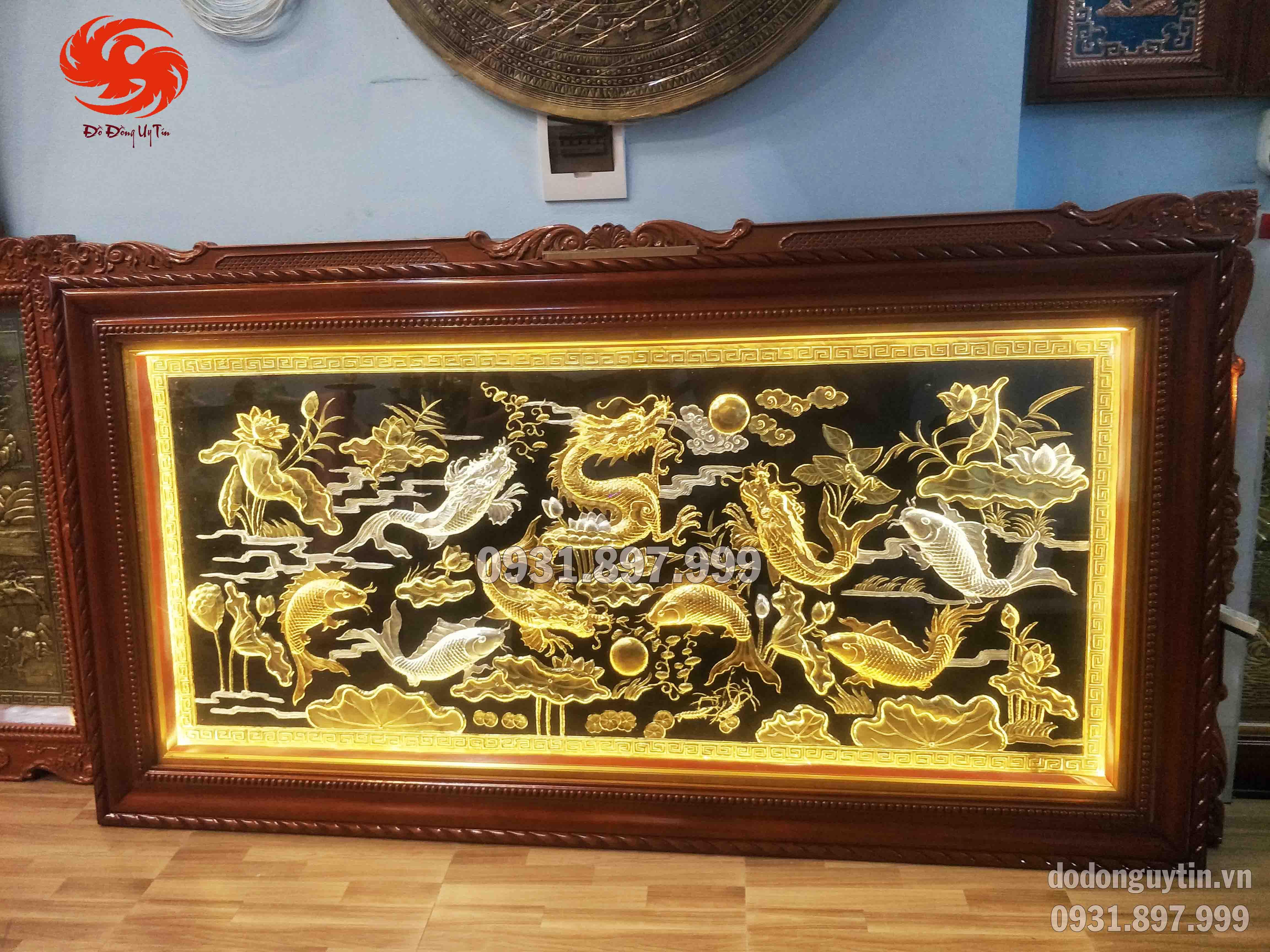 tranh đồng cá chép hóa rồng dát vàng 9999. Đồ đồng hoài ánh